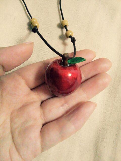 白雪姫の林檎ペンダント
