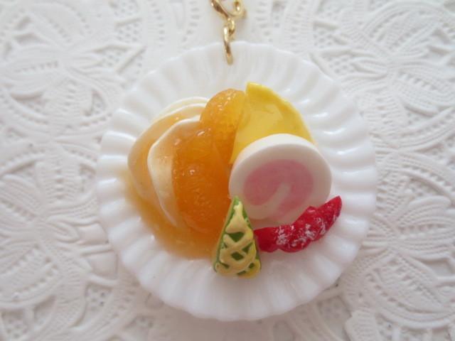 ☆2つのケーキ&フルーツのプレーキーホルダー!☆