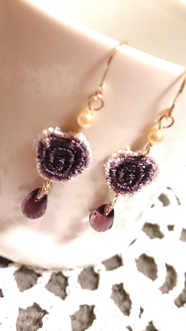 【送料込】紫色ローズモチーフと雫ビーズのピアス