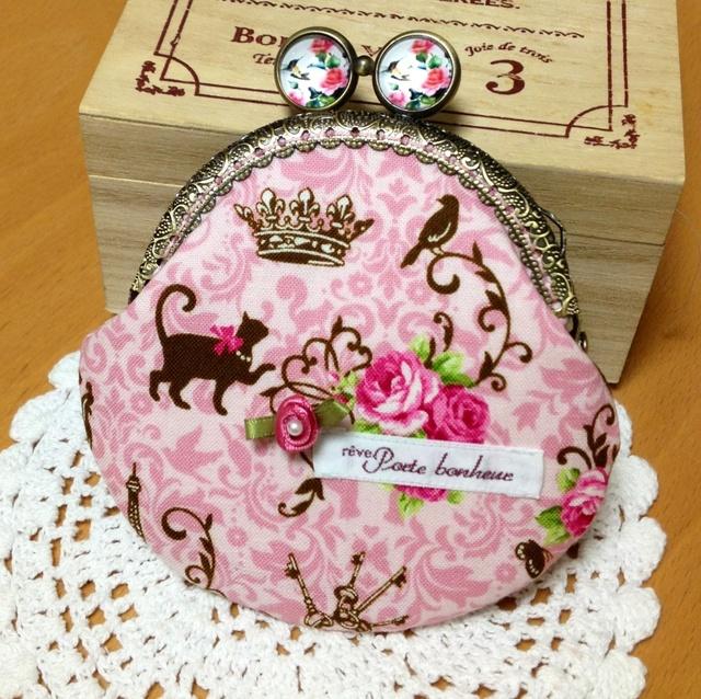 ピンクの薔薇と猫*レジンのげんこの丸型がま口