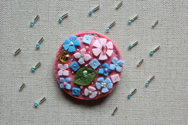 《SALE21300円→1000円》ピンクのアジサイ キャンディフラワーフェルトブローチ
