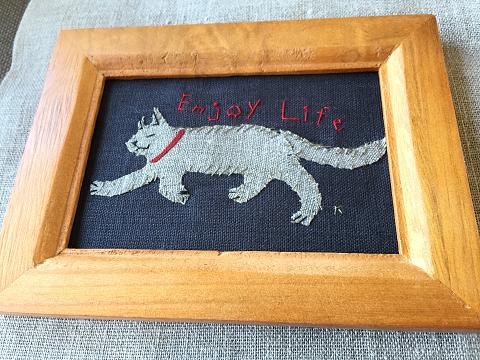 猫刺繍イラスト額入り『Enjoy Life』