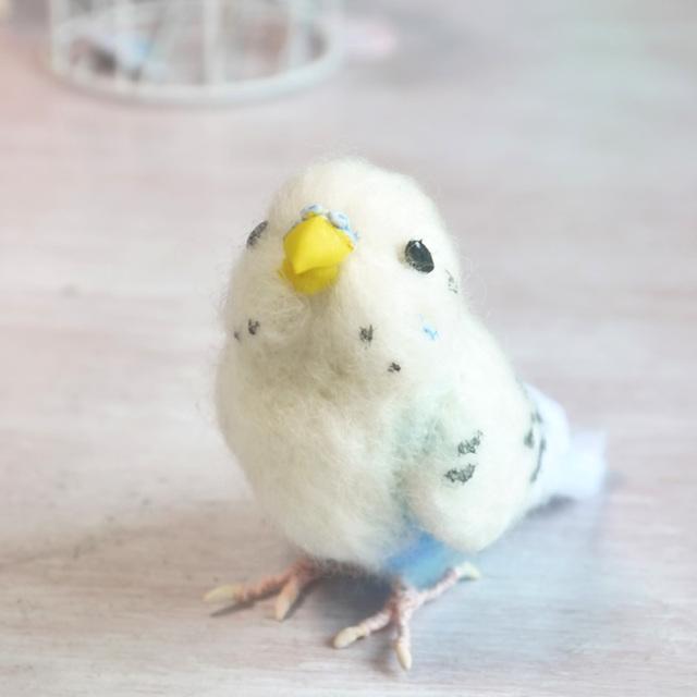 羊毛フェルトの小鳥 透明ケース入り白いセキセインコ