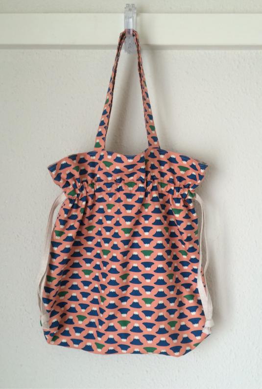 富士山柄の巾着バッグ