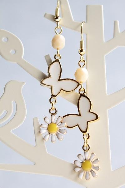 蝶と花のピアス(白)