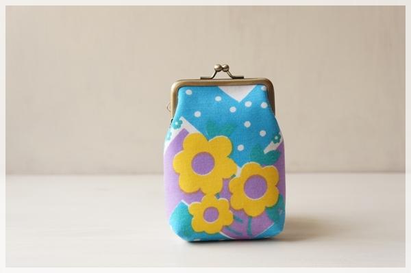 ☆ヴィンテージ生地のがま口カードケース / 水玉と黄色い花☆