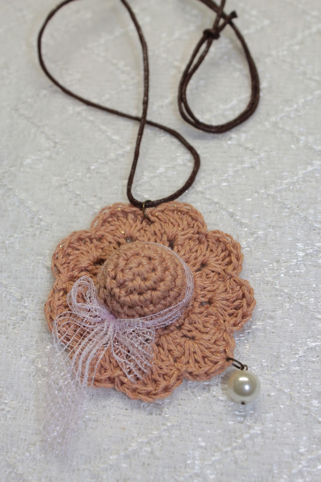 帽子のネックレス