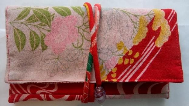 着物リメイク 花柄の着物で作った和風財布 1559
