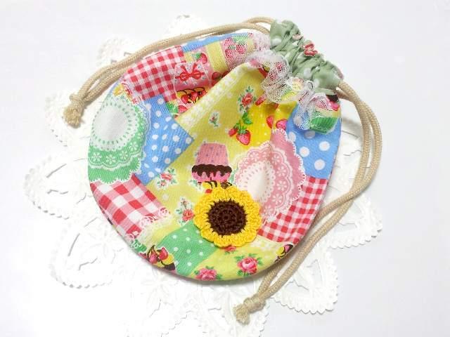 お菓子入れにかわいい♪スイーツとイチゴ柄のまんまる巾着袋
