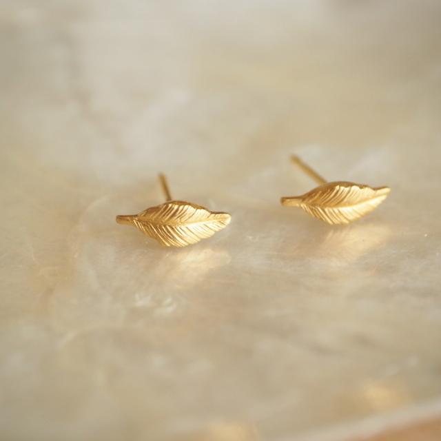 ピアス 金の木の葉