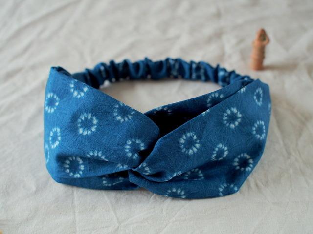 231 藍色の絞り染めヘアバンド