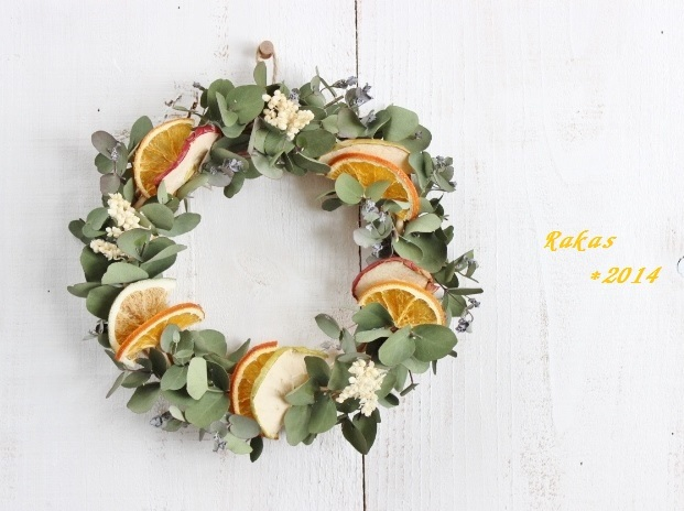 4種のフルーツとユーカリのリース