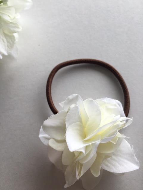 ホワイト紫陽花のヘアゴム