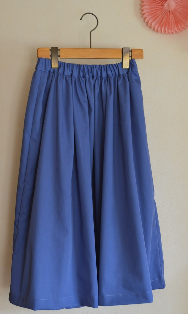 夏向け ミモレ丈スカート 淡いサックスブルー