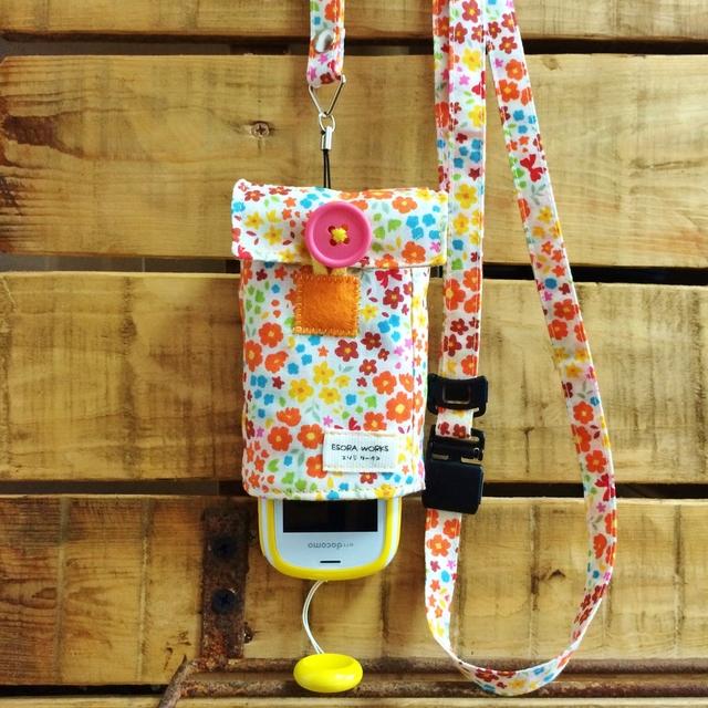 【ぷるる・キッズ向けケータイカバー(ポケット付):ネックストラップセット】お花×ストライプ(オレンジ系×イエロー)PFS0039S