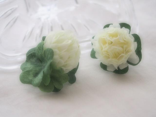 しろつめ草とよつ葉のクローバーピアス(ホワイト)