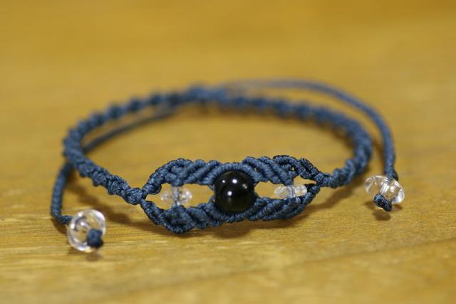 天然石オブシディアンと水晶のマクラメ編みブレスレット