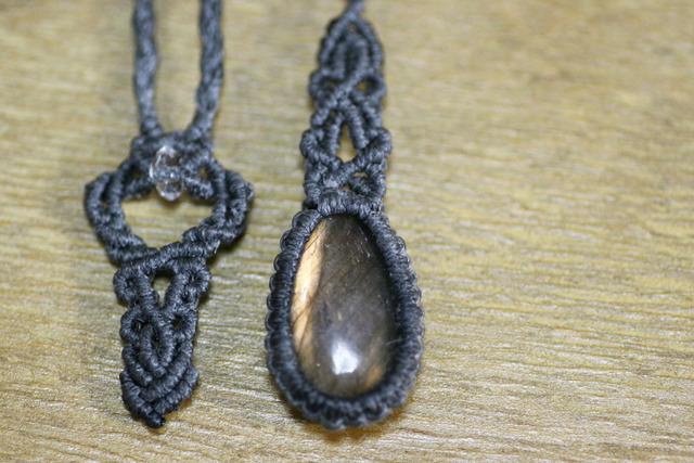 天然石ラブラドライトのマクラメ編みネックレス