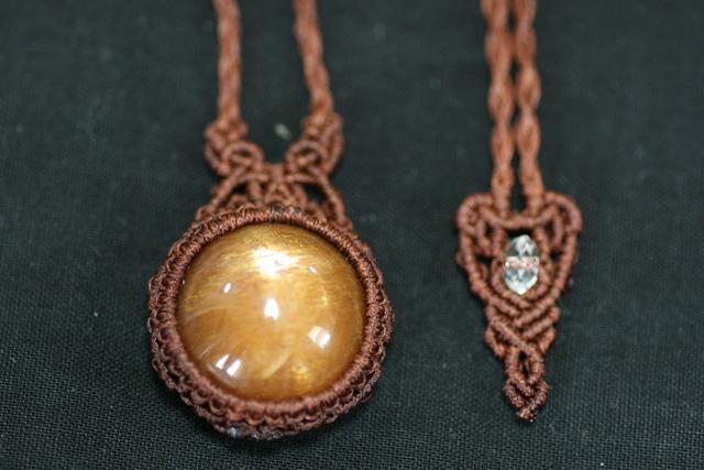 天然石スターフェルドスパーのマクラメ編みネックレス
