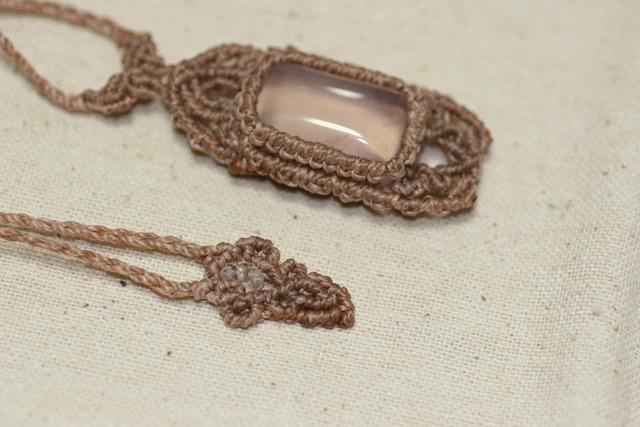 高品質ローズクォーツのマクラメ編みネックレス