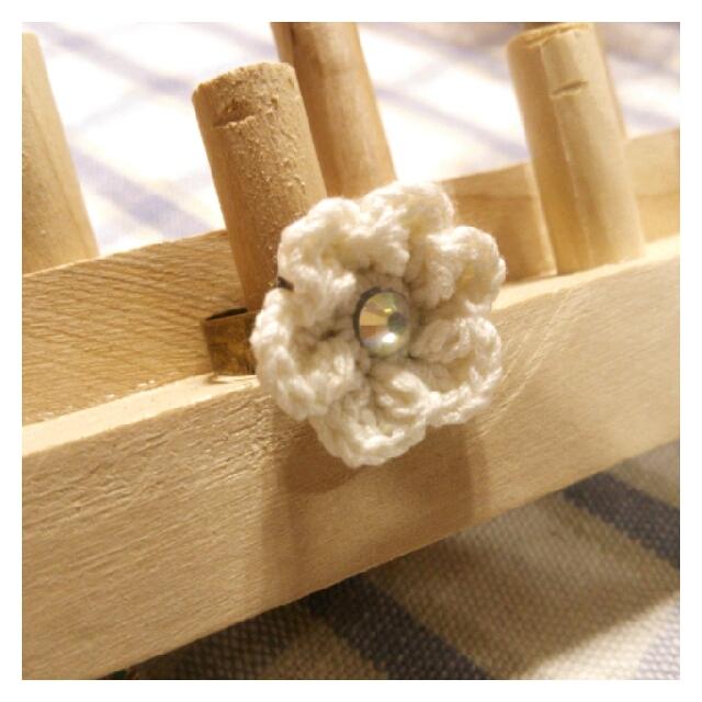 【ハピ☆デコロン】手編み花の指輪(ホワイト)