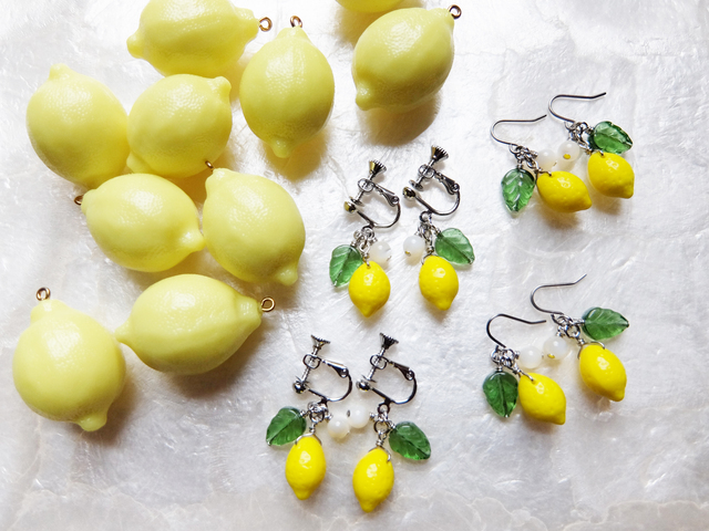 【再販】チェコ製ガラスビーズのレモンイヤリング