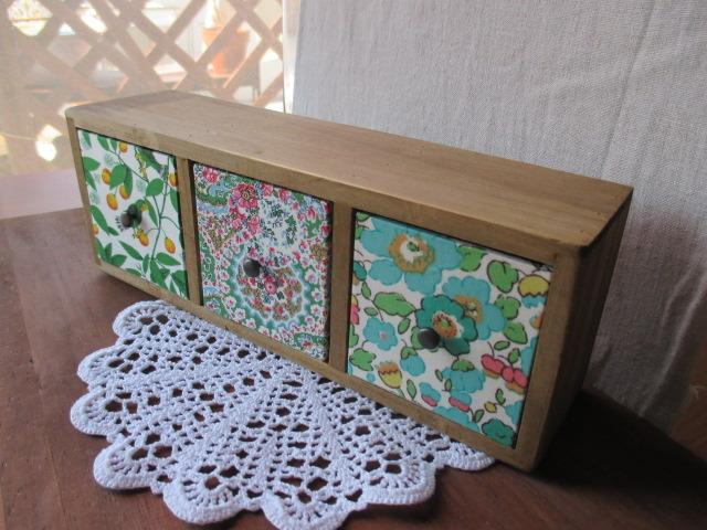 リバティ引き出し木製飾り棚GR/Camassia