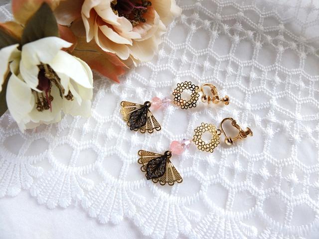 花と扇のイヤリング