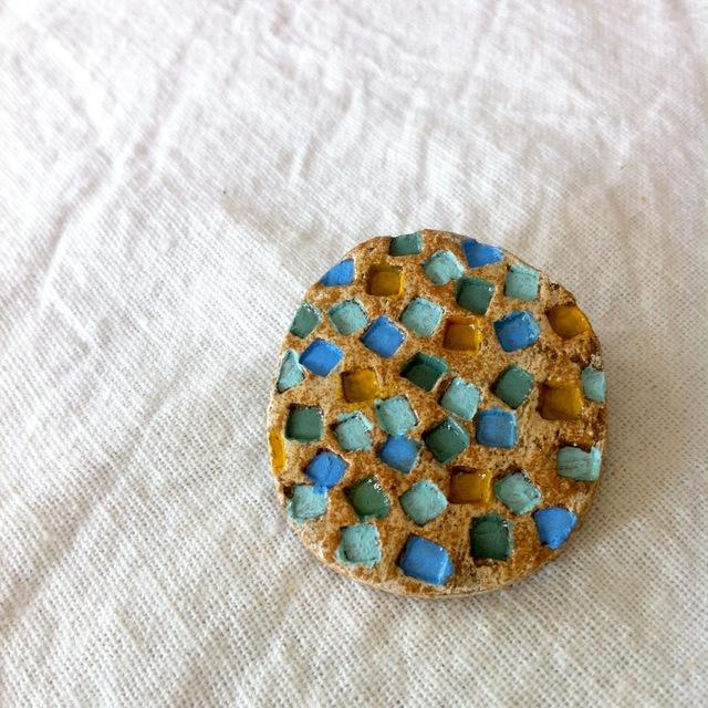 【陶土】宝石箱のモザイクブローチ