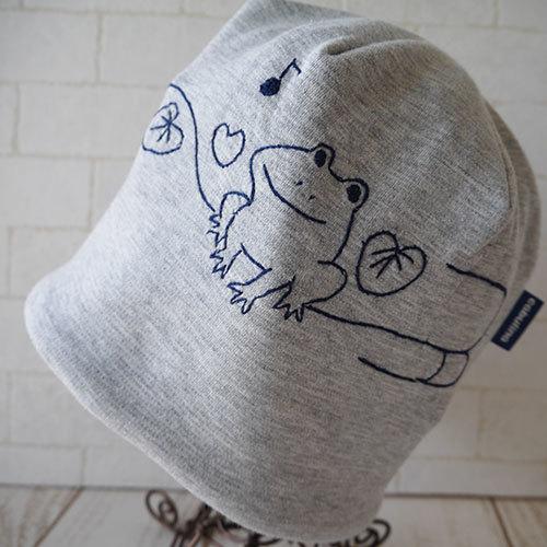 グレーコットン100%のニット生地で作ったニット帽(カエル)