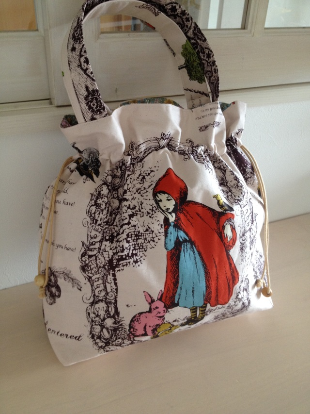 赤ずきんのしぼりバッグ