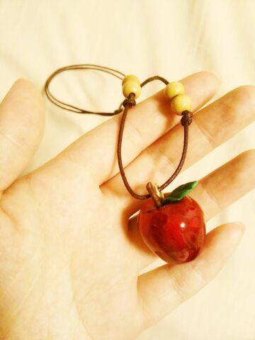 【再販】白雪姫の林檎ペンダント