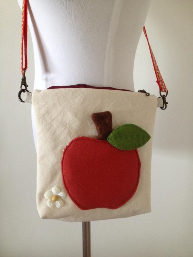 りんごの小さめバッグ