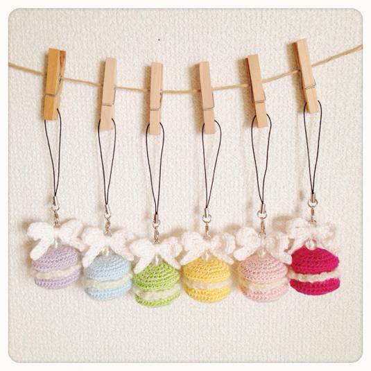 手編みマカロンのストラップ