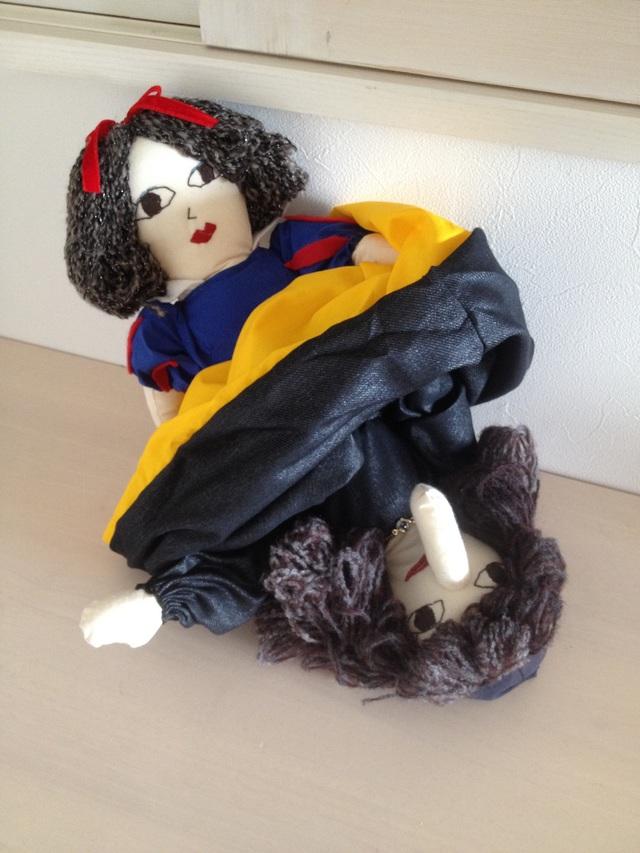 白雪姫と魔女の変身人形