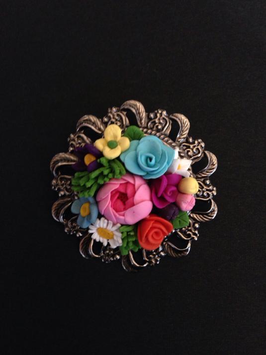 色とりどり、お花のブーケのブローチ