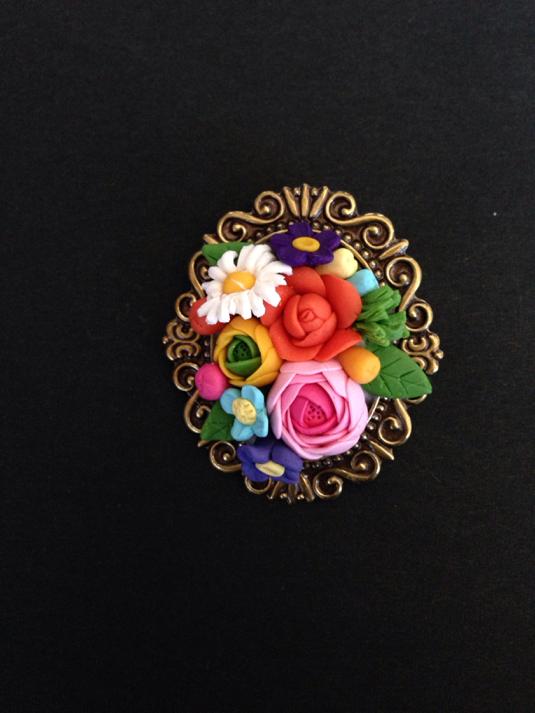 色とりどり、お花のブーケのブローチ オーバル
