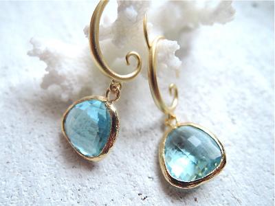 Aquamarin Blue Swirl Wave earrings