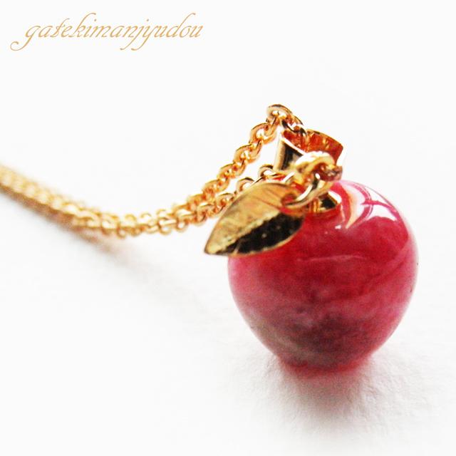 花翡翠のリンゴ型ネックレス