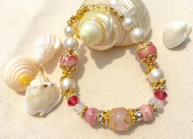 ピンクの天然石ブレスレット