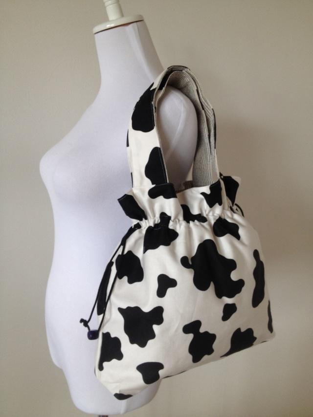 牛のしぼりバッグ