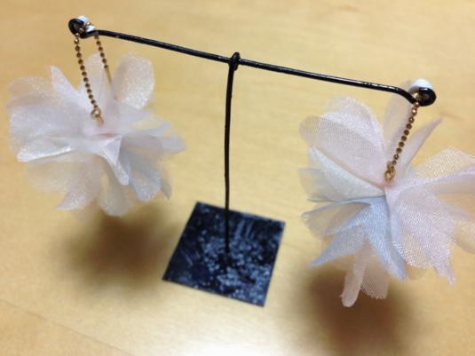 【再販】オーガンジーのお花ピアス ピンクベージュ