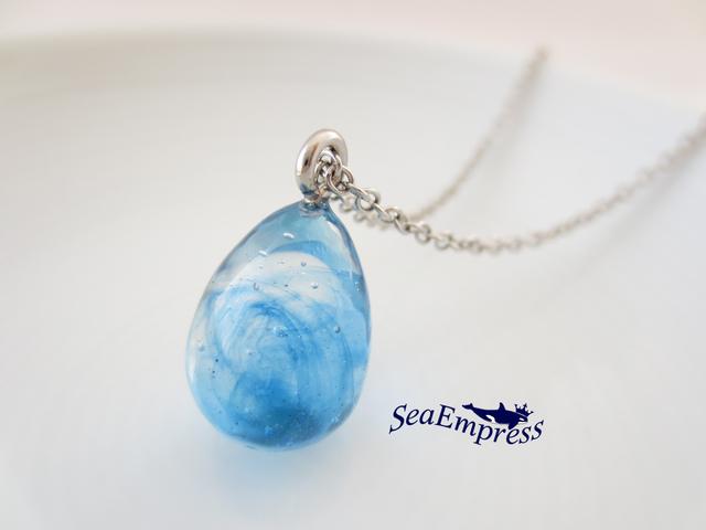 青い波の雫ネックレス