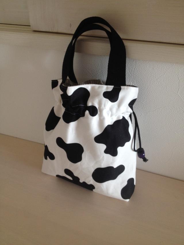 牛の小さめバッグ