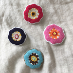 北欧系 刺繍 pop color flower broach -pink-