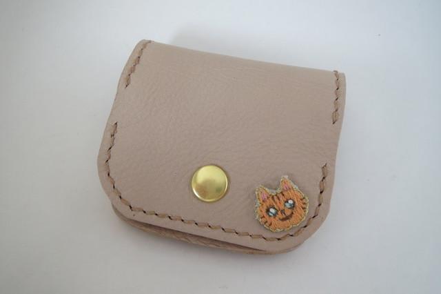 フラップコインケース 猫 アイボリー ソフトヌメ革 茶トラ