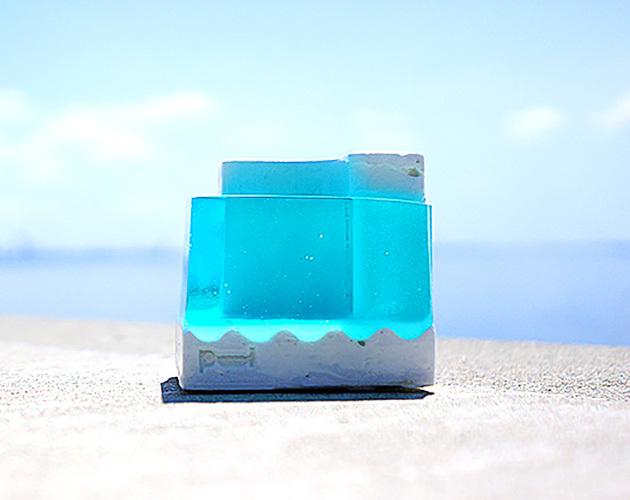 """小さな流氷のペンスタンド。 """"Pool-B""""(スノーブルー)"""