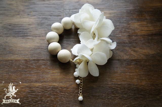 bracelet  【 紫陽花と白珊瑚のウッドブレスレット * off white 】