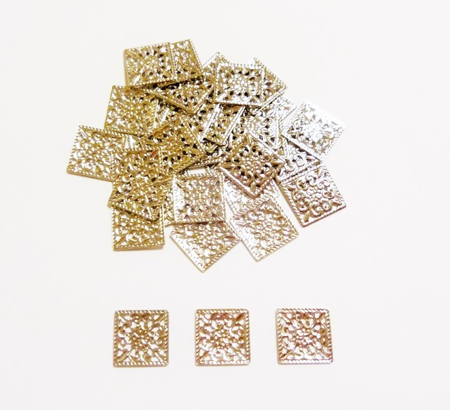 【約10mm】 正方形の透かしパーツ 20個