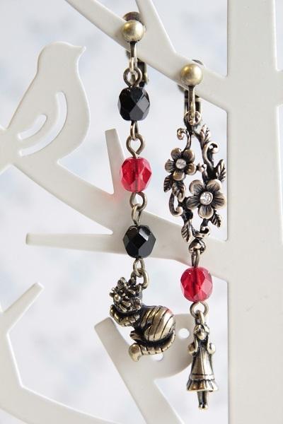 再☆アリスとチェシャ猫のイヤリング(黒と赤)